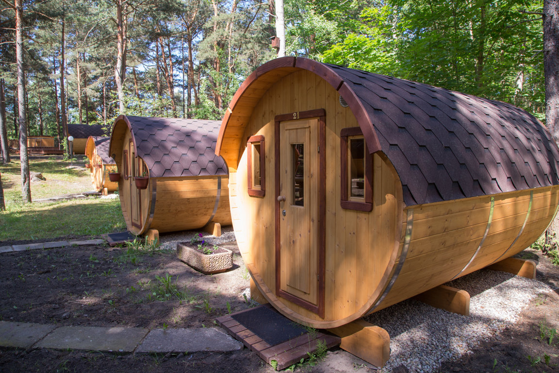 Barrel-shaped cabin